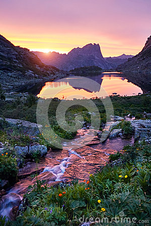 Free Sunset In Mountains Near River. Sunlight Reflected On Mountain Tops. Golden Light From Sky Reflected In A Mountain River. Ergaki. Royalty Free Stock Photography - 96834457