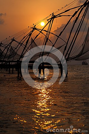 Free Sunset Over Chinese Fishing Nets In Cochin Royalty Free Stock Photos - 25619598