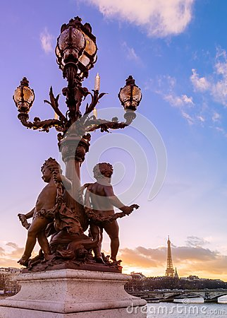 Free Sunset Over The Alexandre III Bridge Royalty Free Stock Photos - 107284928