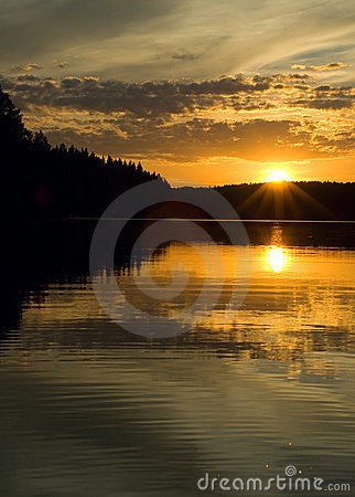 Free Sunset Over The Lake Royalty Free Stock Photos - 2945678