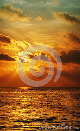 Free Sunset Over The Ocean. Vertical High Resolution Panorama. Stock Images - 30029954