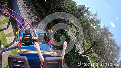 Super Grover Car Box Rollercoaster Erfahrung in Seaworld stock video