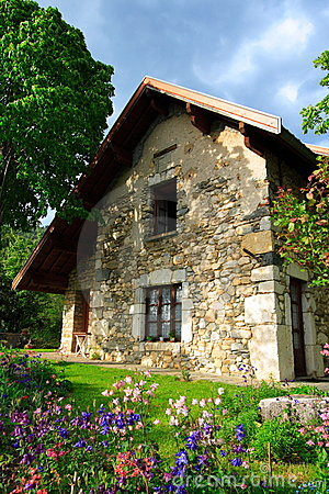 Free Superb Stone-built House And Garden Royalty Free Stock Images - 2440229