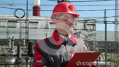 Supervisore sulla stazione del electropower di calore stock footage