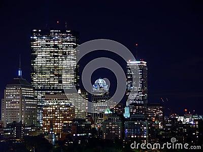 Suporte a skyline do louro na noite