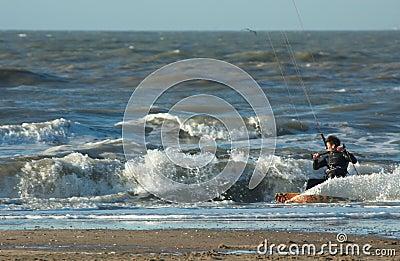 Surfer de cerf-volant dans l action
