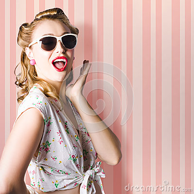 Free Surprised Girl In Retro Fashion Style Glamur Royalty Free Stock Photography - 28491517