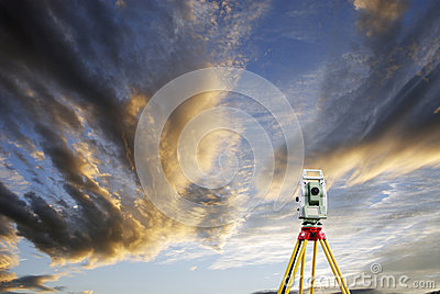 Surveying measuring instrument and sunset