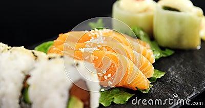 Sushi com chopsticks video estoque