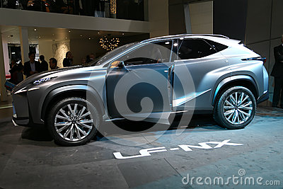 SUV凌志LF-NX概念 编辑类库存照片