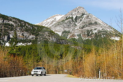 Suv and mountains
