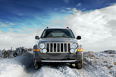 SUV sur la neige
