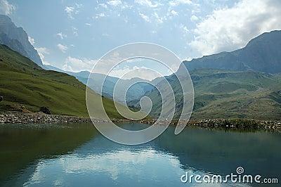 阿塞拜疆日suvar山的夏天