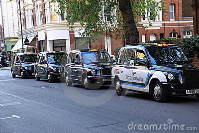 Svart cab london Redaktionell Arkivfoto