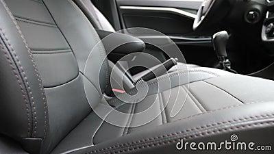 Svarta l?derplatsr?kningar i bilen H?rligt piska bilinredesignen Stilfullt piska platser i bilen lyx lager videofilmer