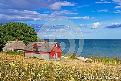 Svenskt stugahus på Östersjön