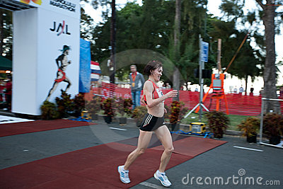 Svetlana Zakharova wins 2009 Honolulu Marathon Editorial Stock Image