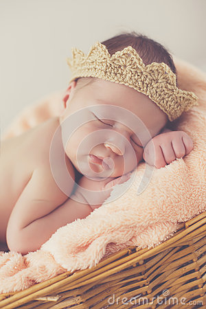 Free Sweet Dream Newborn Baby In A Big Basket Stock Photography - 74012202