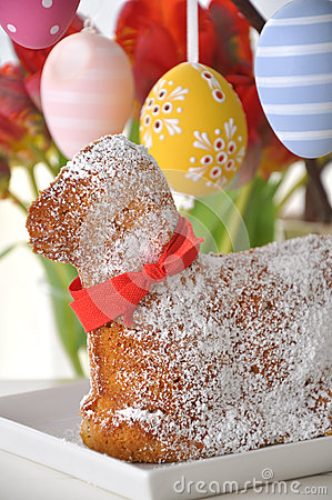 Free Sweet Easter Lamb Cake Royalty Free Stock Image - 30114146