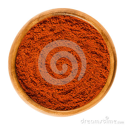 Free Sweet Pepper Red Paprika Powder In Wooden Bowl Over White Stock Photos - 89367073