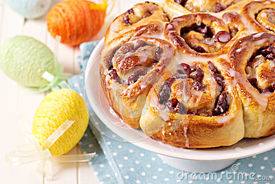 Sweet rolls with dried fruits