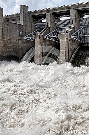 Free Swift Wate Of Truman Dam Royalty Free Stock Image - 57294786