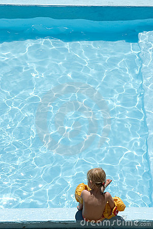 Free Swimming Pool Stock Photo - 2811620