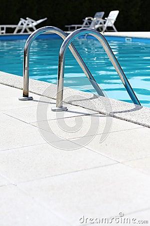 Free Swimming Pool Royalty Free Stock Photos - 5902768