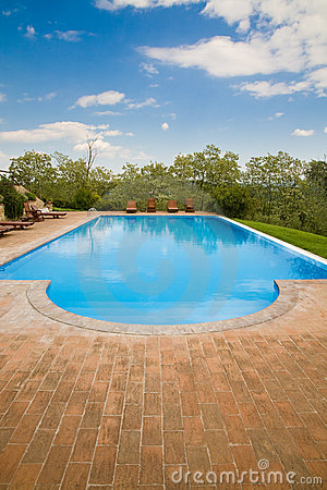 Free Swimming Pool Royalty Free Stock Photography - 9478187