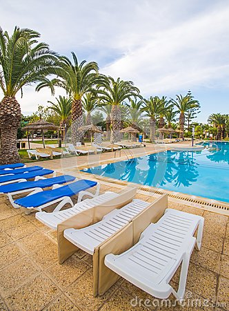 Free Swimming Pool And Deck Chairs At Luxury Resort Royalty Free Stock Photography - 107318367