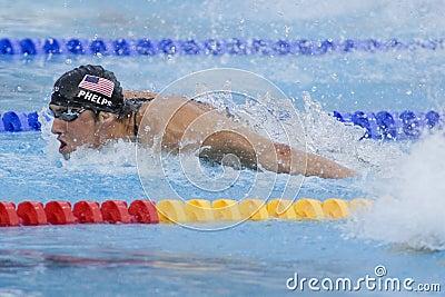 SWM: Campeonato de los Aquatics del mundo - final para hombre del relevo de 4 del x 100m Imagen editorial