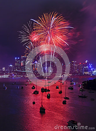 Free Sy Fireworks 2014 Wavert Vert Red Stock Photo - 45330370