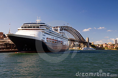 Sydney Harbour Bridge and ship