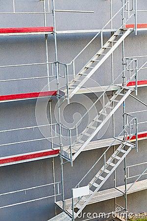 Symmetrical scaffolding construction