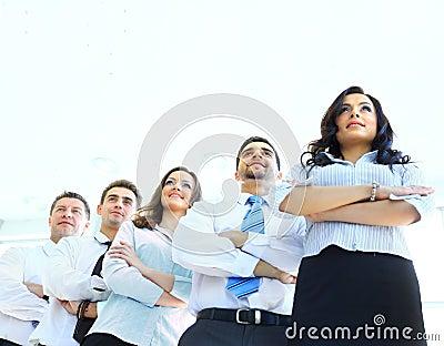 Szczęśliwa młoda biznesowa kobieta z jej drużyną