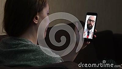 Télémédecine Appel vidéo avec médecin banque de vidéos