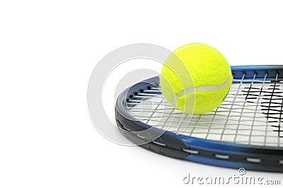 Tênis e esferas isolados