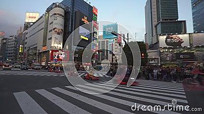 Tóquio, Japão - 10 de novembro de 2019: Ruas ocupadas da cidade Área de compras de Shibuya video estoque