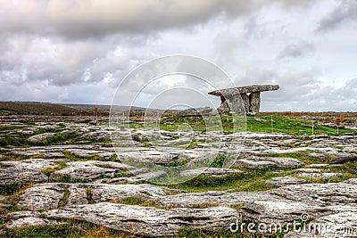 Túmulo portal do dolmen de Poulnabrone em Ireland.