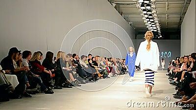 T Mosca presentation, ukrainsk modevecka 2015, Kiev, Ukraina, arkivfilmer