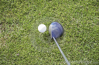 Té-vers le haut la bille de golf 01
