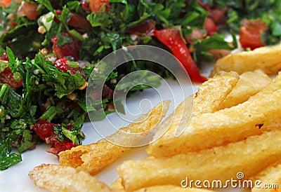 Tabbouleh und Pommes-Frites