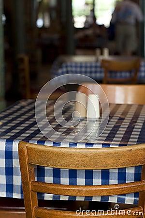Tabela e cadeiras do restaurante