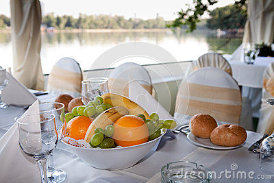 Table arrangement with fruits