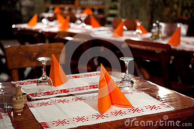 Table arrangement with red napkins