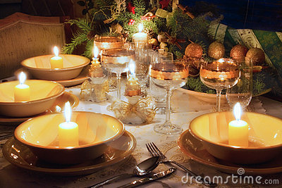 Table de dîner de Noël avec humeur de Noël