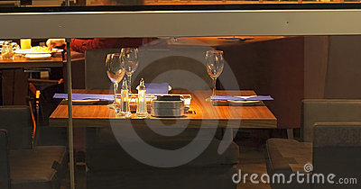 Table de dîner élégante
