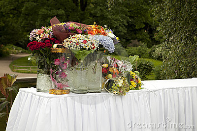 Table with flowers in parks for gifts