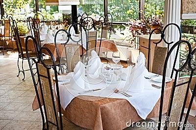 Table servie dans le restaurant