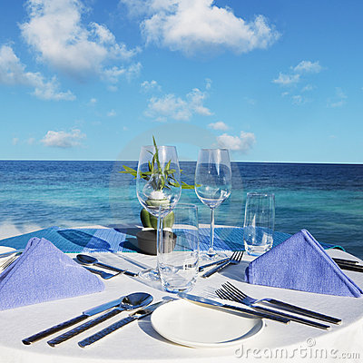 Free Table Setting At Beach Restaurant Royalty Free Stock Image - 5252636